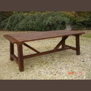 Öreg gerendából készült asztal